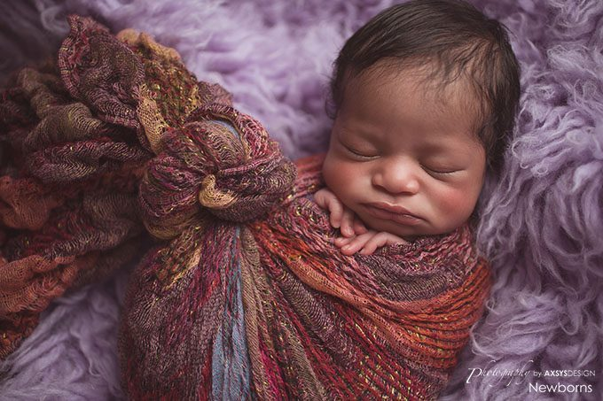 swaddle newborn pose